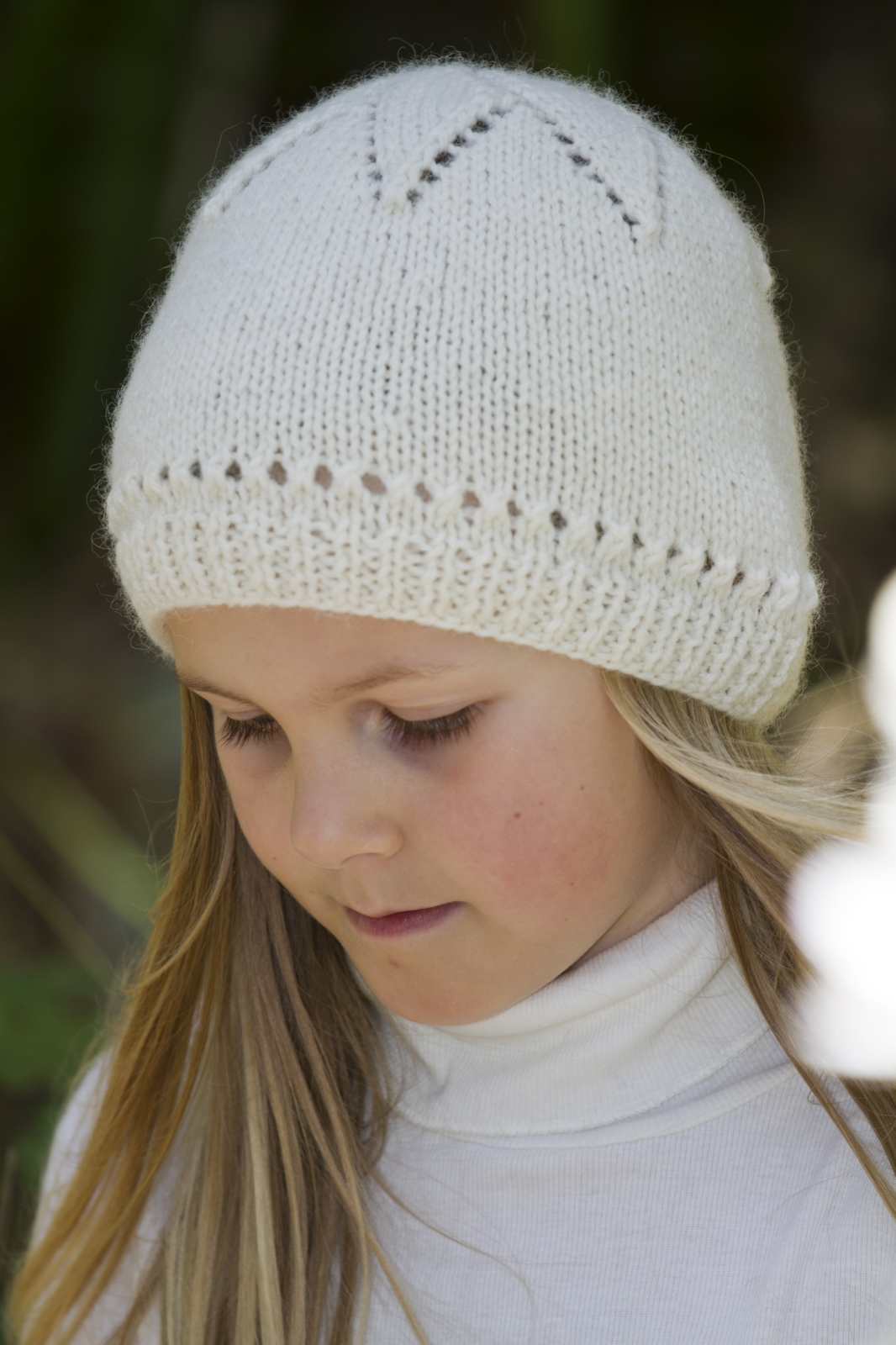 Knitted Hat Patterns For Girls : Girls Star Hat - Little Cupcakes Knitting Pattern Felt