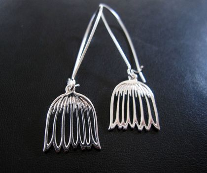Snowdrop outline earrings