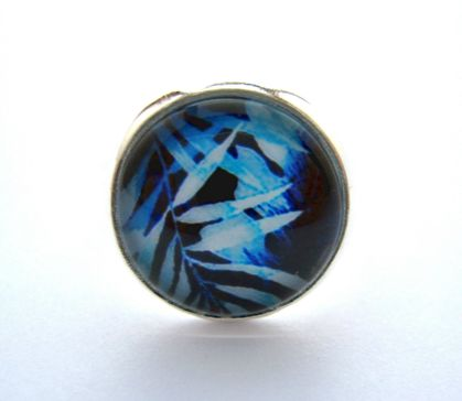 beautiful blue foliage design ring
