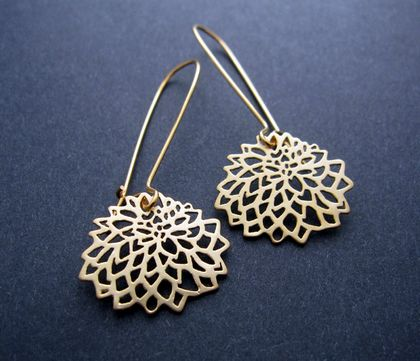 Gold chrysanthemum outline earrings
