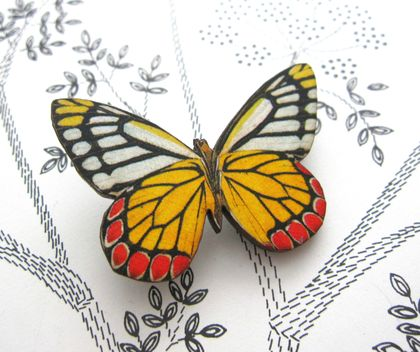 Pretty bright butterfly brooch