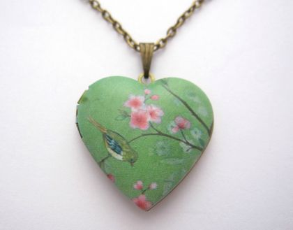 pretty patterned heart locket necklace