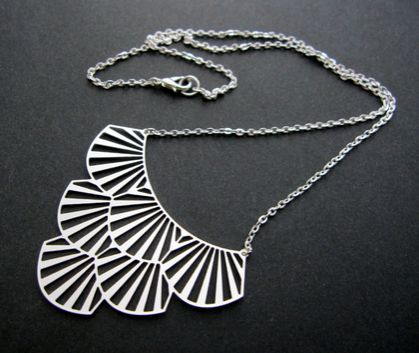 Cut out tiered necklace