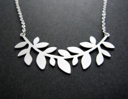 curved stem necklace