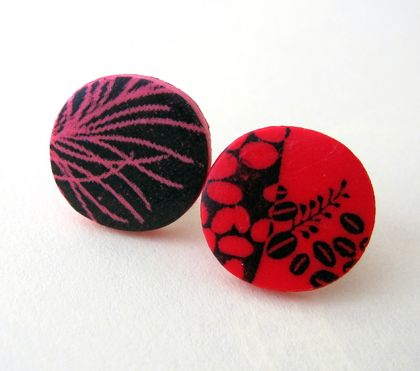 mixed pattern stud earrings - peach and bright red