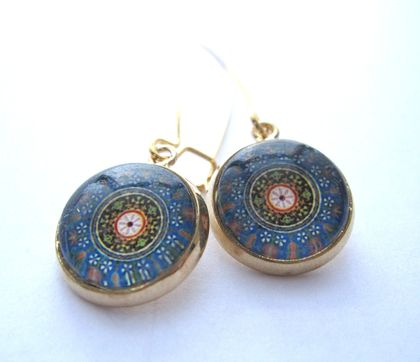 beautiful blue circular design earrings in gold setting