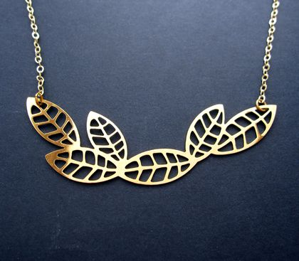 Connecting leaves necklace