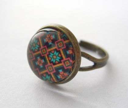 sale - Pretty patterned glass dome ring
