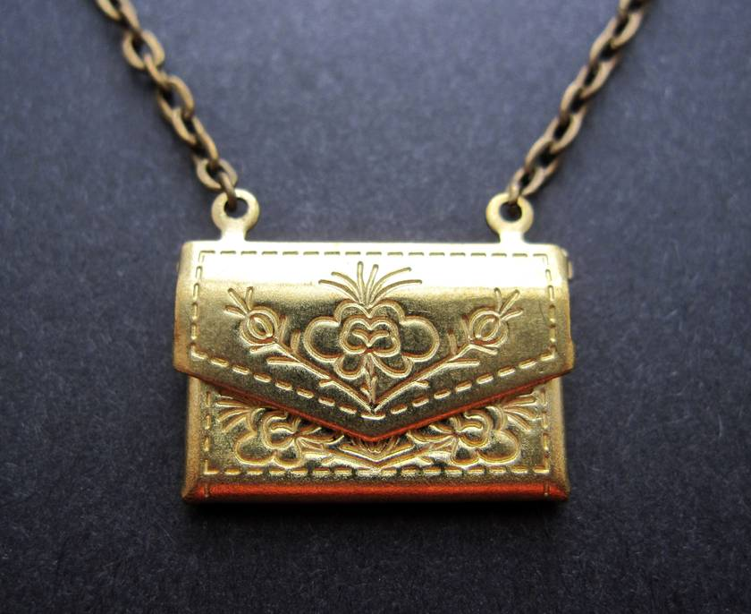 Little purse necklace