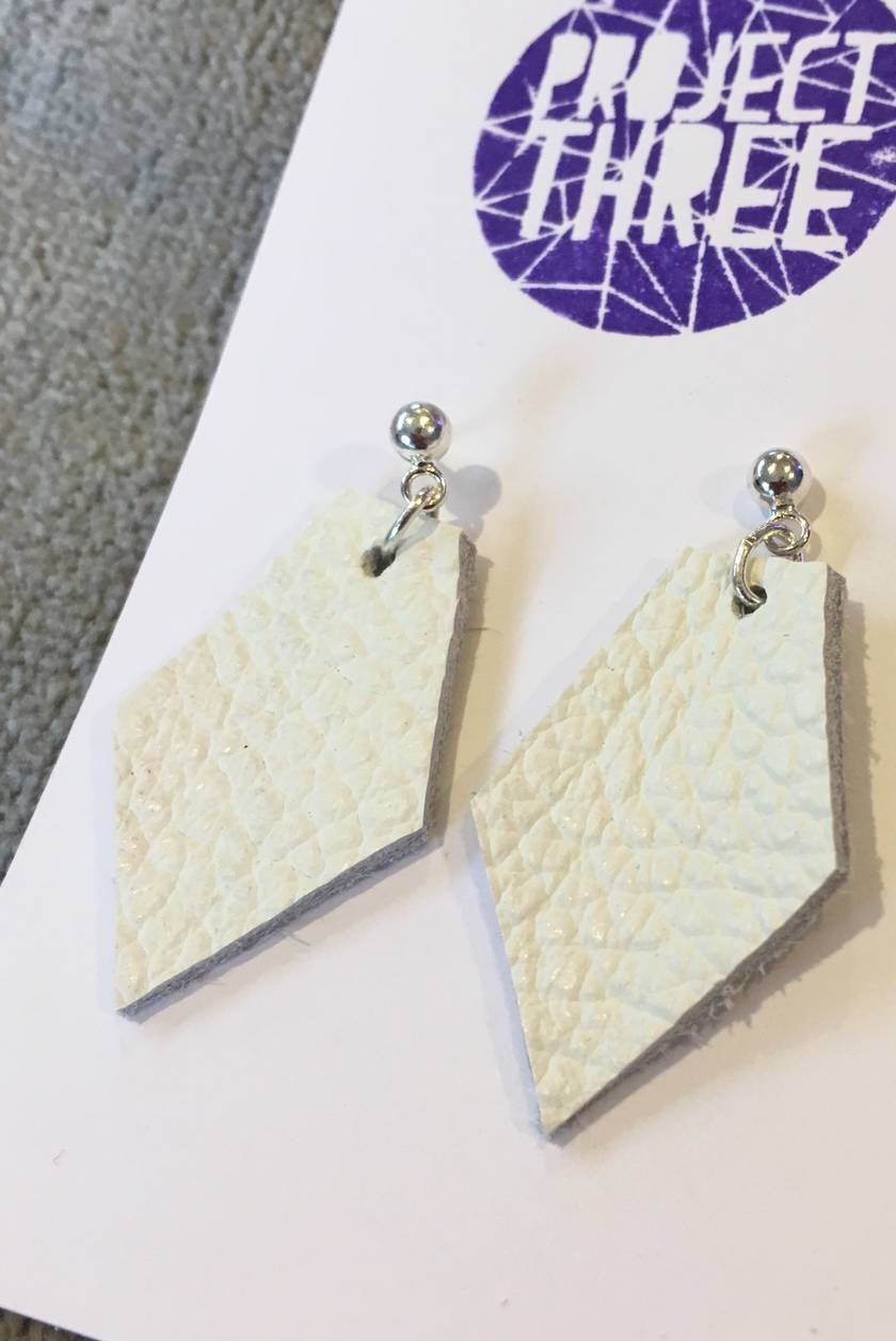 Kite leather earrings - small white