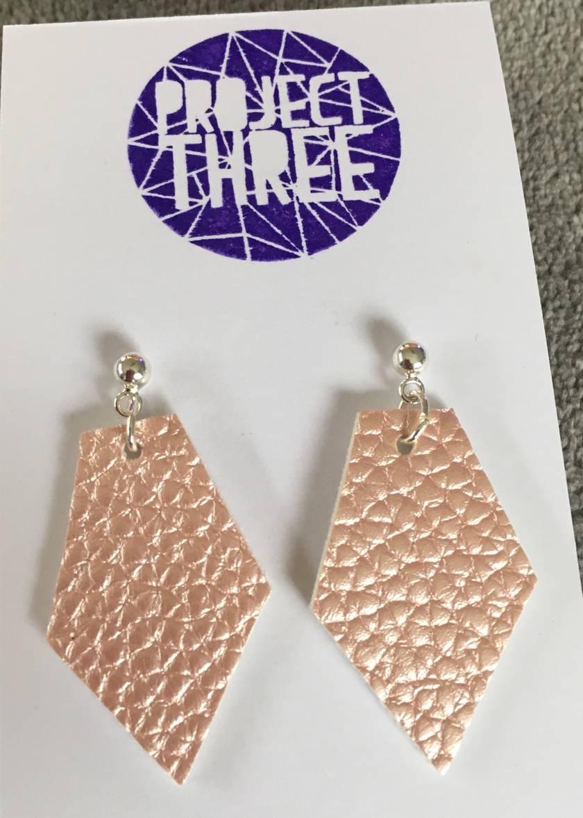 Kite vegan leather earrings - small metallic pale pink