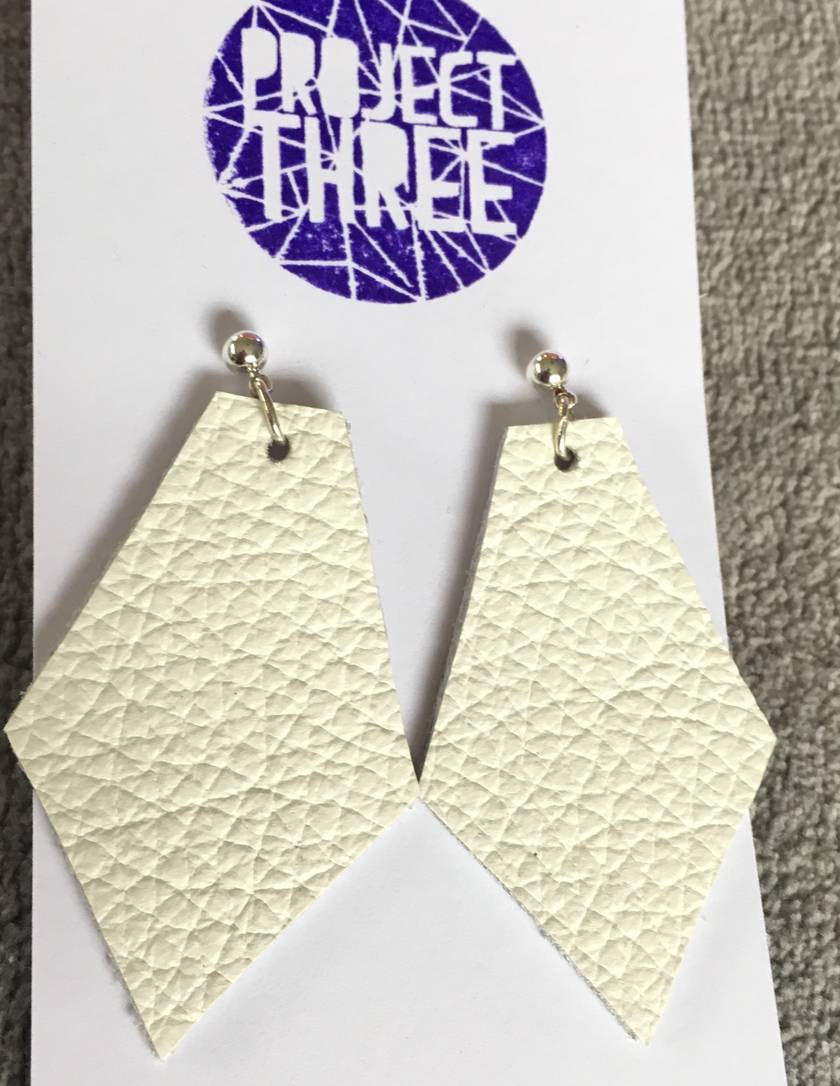 Kite leather earrings - large white