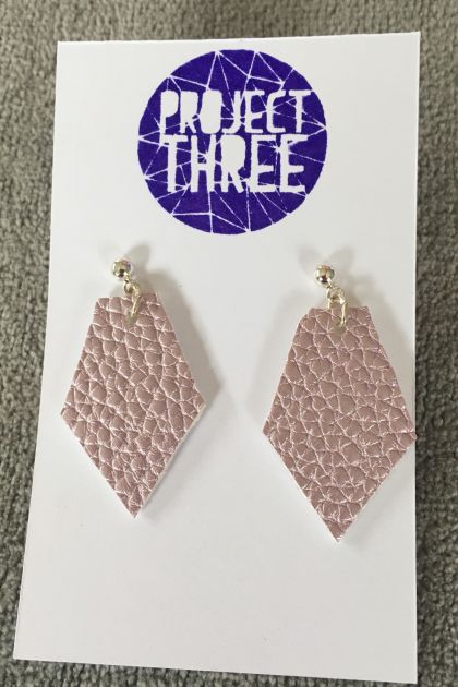 Kite vegan leather earrings - small metallic pink