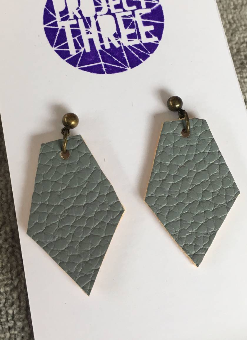 Kite vegan leather earrings - small grey