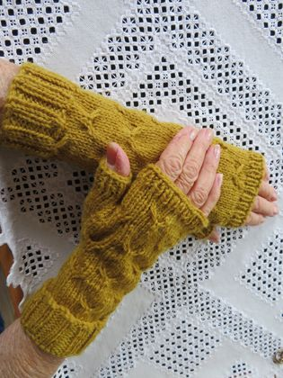 Mustard Pure wool handknitted fingerless gloves