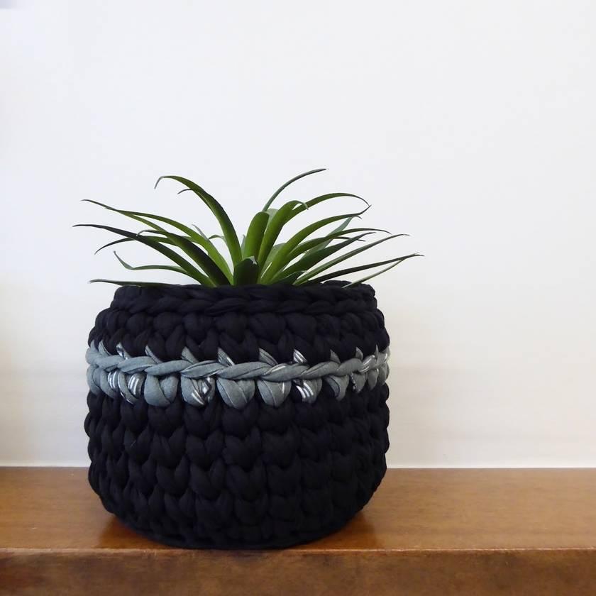 Small planter (black + sage)
