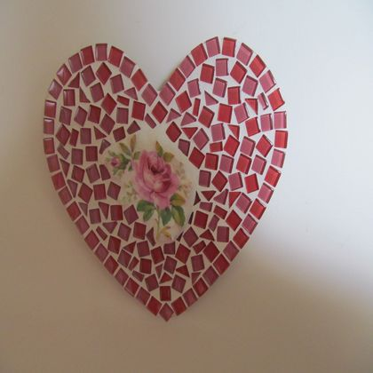 Mosaic Heart - Pink and Red with Crockery insert