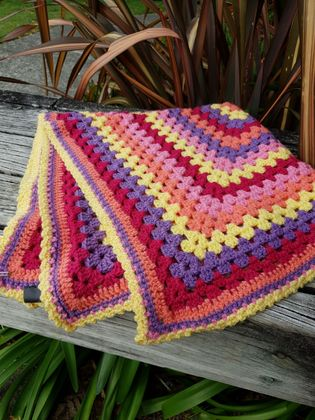 GRANNY SQUARE CROCHET BLANKET OR THROW