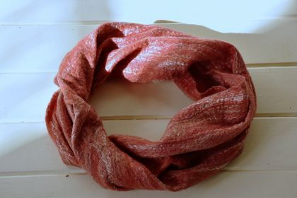 "Single Loop Scarf  ""Pohutukawa""   -  made with NZ Merino Roving and silk fibres"