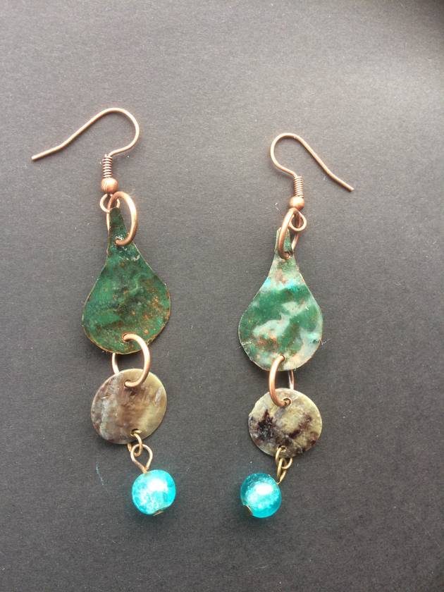 Copper rain drop Earrings - Pounamu green patina with mother of pearl