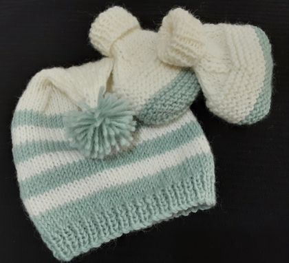 Knitted Beanie & Booties (0-3 months)