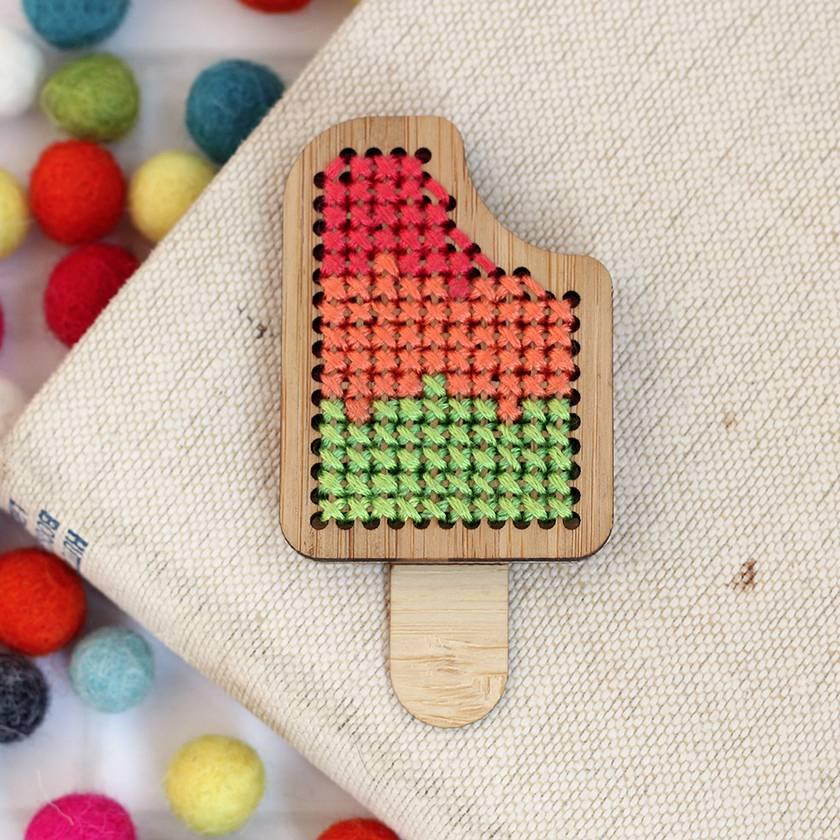 Traffic Light Ice Block Brooch ~ Modern DIY Embroidery Kit