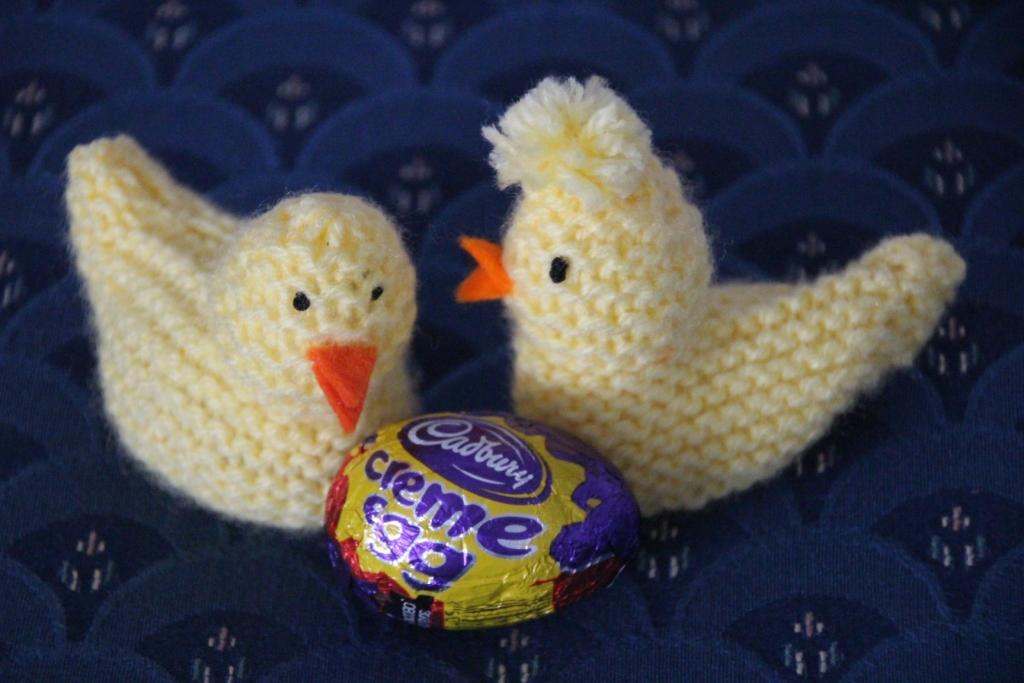 Knitted Easter chick for cream eggs Felt