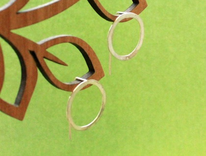Sterling silver single circle earrings with short tail backs
