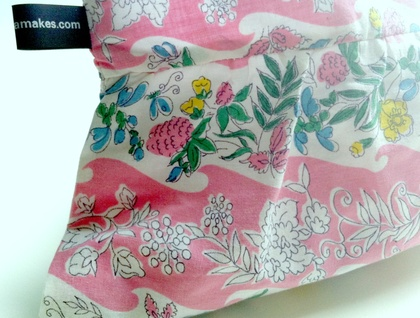 Pretty pleated zipper purse