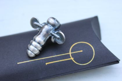 Metal Buzzy Bee / Limited Edition / Wearable Brooch / Kiwiana / Antique Polished Pewter finish