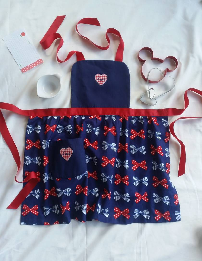 Children's apron - red white and blue apron -bow kid's apron - spots and stripes
