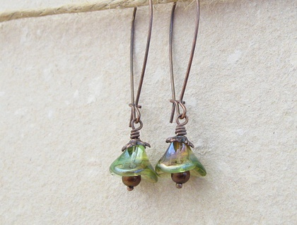 Pondflowers earrings: yellow-green glass flowers with copper on long ear-wires