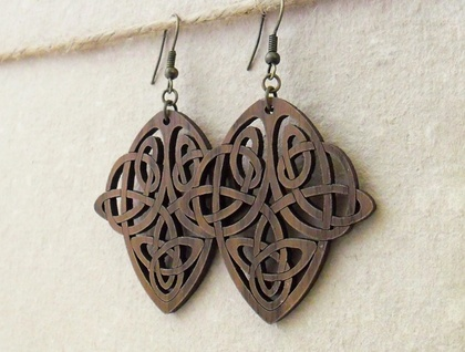 Walnut wood earrings with Art Nouveau knotwork design – lightweight, laser-cut wooden shapes
