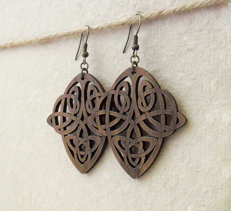 Walnut wood earrings with art nouveau knotwork design for Art nouveau shapes