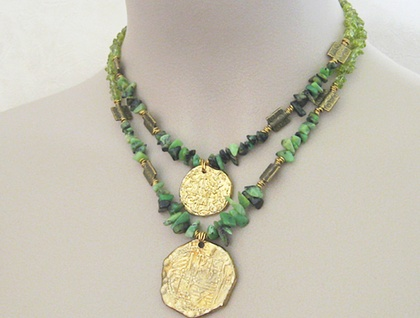 Jungle Gold: Aztec-inspired, semiprecious statement necklace in peridot, chrysoprase and gold – one of a kind