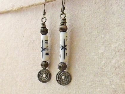 Hammered Spiral Earrings #2: antiqued-brass coloured wire earrings with imitation bone beads