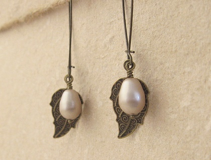Pearl Berry earrings in pale bronze: Swarovski pearls with bronze-coloured leaves on long ear-wires