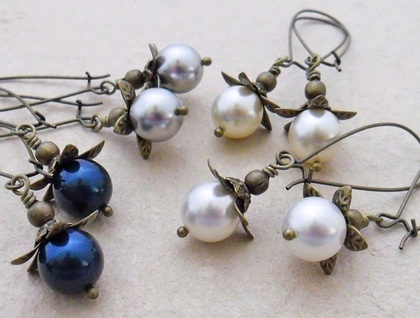 Bursting Bud earrings in light grey: floral earrings featuring Swarovski pearls on long ear-wires