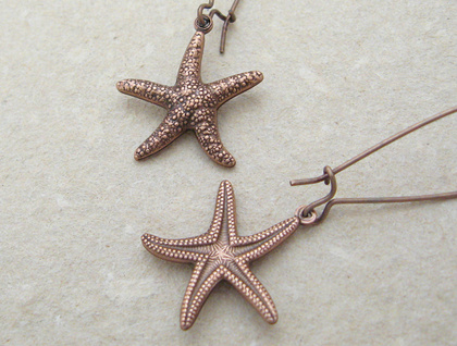 Copper Starfish earrings: lifelike, double-sided, antiqued copper starfish charms