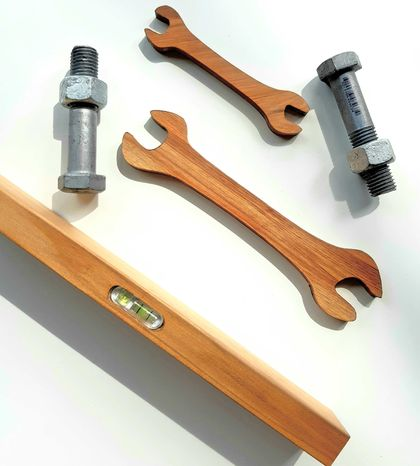 Special Offer! Spirit Level + Spanner Set