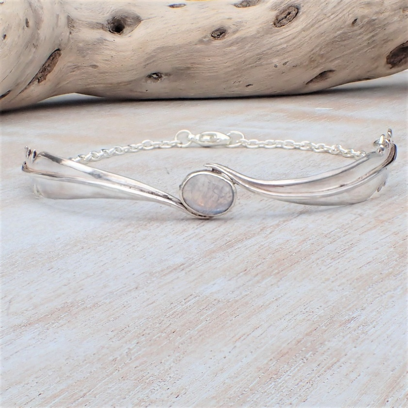 Silver Feather and Spectrolite Bracelet.