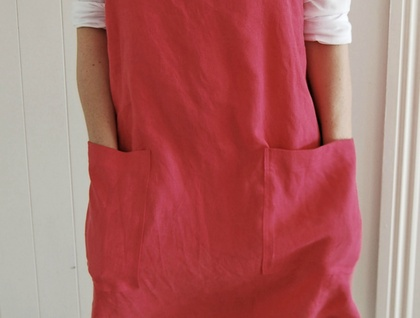 Cross back apron in raspberry linen, Womens apron, No tie apron, Japanese apron, Washed linen apron, Gift for her, Housewarming gift, baking