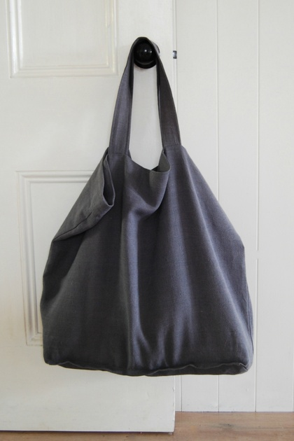 Oversize market bag / beach bag/ tote bag in rustic, graphite linen, fully lined with attached key fob