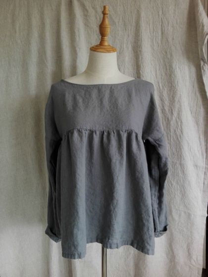 Pure linen gathered top with long sleeves - available in asphalt / white