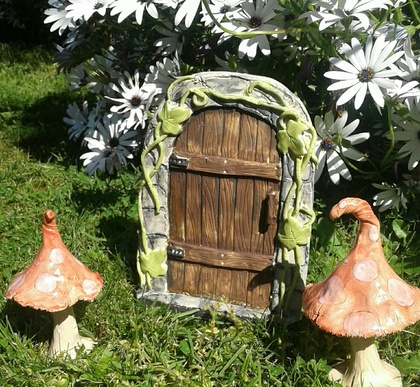 Ceramic Fairy door with Ivy