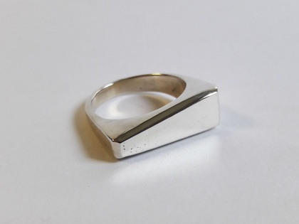 Silver ring with triangle design