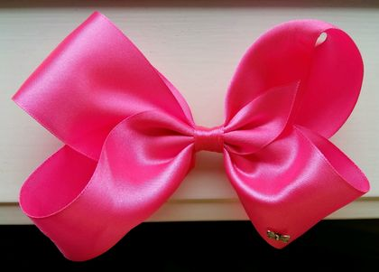 Large pink hair bow