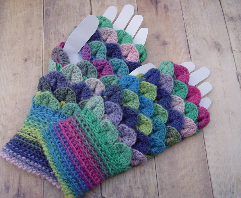 Dragonscale Fingerless Mitts, OOAK