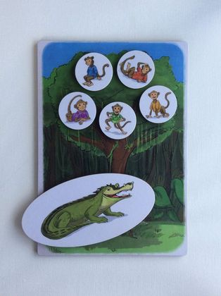 'Five little monkeys swinging in a tree' set