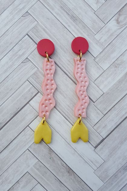 Wiggle Earrings (yellow arrow)